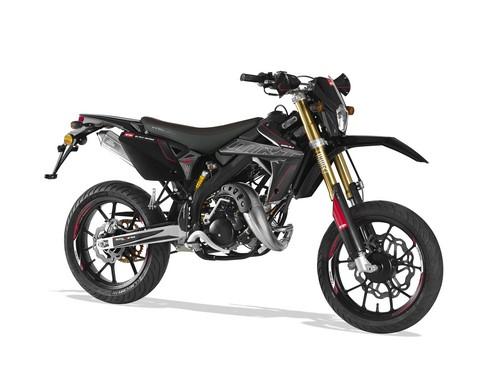 2 roues cyclomoteur 50 à vitesses motocyclette moto supermotard
